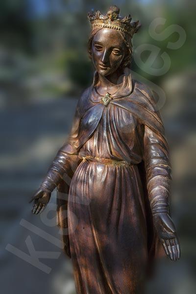Efez z Bodrum.Na Wzgórzu Słowików, 7 km od Efezu, znajduje się Kapliczka Matki Boskiej, gdzie jak głosi legenda Maryja spedziła swoje ostatnie dni