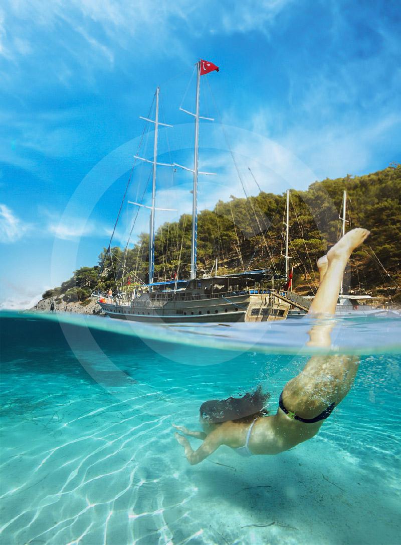 Błękitny Rejs statkiem w Bodrum.Wycieczka statkiem z Bodrum.W czasie rejsu statek cumuje w krystalicznie czystych zatoczkach , gdzie można poskakać do wody i ponurkować.