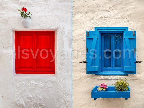 Bodrum stylowe okna z kolorowymi framugami
